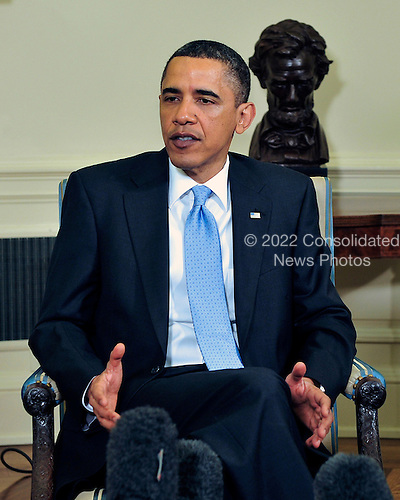 United States President Barack Obama makes a statement to the media as he meets bipartisan leaders of the Senate and the bipartisan leaders of the Senate Judiciary Committee in the Oval Office to discuss the Supreme Court vacancy left by the retirement of Justice Stevens in Washington, D.C. on Wednesday, April 21, 2010.  .Credit: Ron Sachs / Pool via CNP