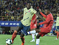 BOGOTA - COLOMBIA, 03-06-2019: Duvan Zapata jugador de Colombia disputa el balón con Jan Carlos Vargas jugador de Panamá durante partido amistoso entre Colombia y Panamá jugado en el estadio El Campín en Bogotá, Colombia. / Duvan Zapata player of Colombia fights the ball with Jan Carlos Vargas player of Panama during a friendly match between Colombia and Panama played at Estadio El Campin in Bogota, Colombia. Photo: VizzorImage/ Gabriel Aponte / Staff