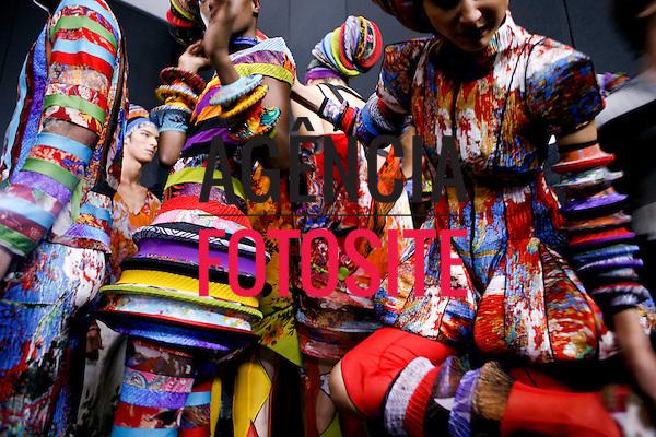 São Paulo, Brasil – 12/06/2010 - Backstage da grife Lino Villaventura durante o São Paulo Fashion Week  -  Verao 2011. Foto : Rafael Canas / Ag. Fotosite