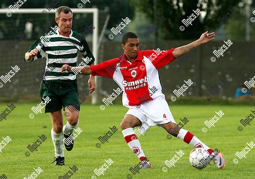 2010-05-25 / Voetbal / seizoen 2010-2011 / Berendrecht - R. Antwerp FC / Marvin Peersman (r, Antwerp) met Tom Balemans..Foto: mpics
