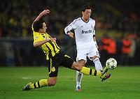 FUSSBALL   CHAMPIONS LEAGUE   SAISON 2012/2013   GRUPPENPHASE   Borussia Dortmund - Real Madrid                                 24.10.2012 Mats Hummels (li, Borussia Dortmund) gegen Mesut Oezil (re, Real Madrid)
