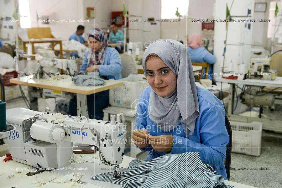 EGYPT, Bilbeis, Sekem organic farm, organic textile production, processing of organic cotton / AEGYPTEN, Bilbeis, Sekem Biofarm, Verarbeitung von Biobaumwolle zu Textilien