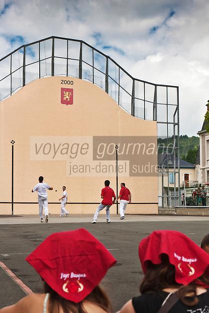Europe/France/Aquitaine/64/Pyrénées-Atlantiques/Pays-Basque/Mauléon-Licharre: Pelote basque  lors de la Fête de l'Espadrille le  15 Aout