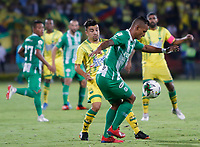 BUCARAMANGA - COLOMBIA, 30-01-2019: Sherman Cardenas del Bucaramanga disputa el balón con Brayan Rovira de Nacional durante partido por la fecha 2 Final entre Atlético Bucaramanga y Atlético Nacional como parte de la Liga Águila I 2019 jugado en el estadio Alfonso Lopez de la ciudad de Bucaramanga. / Sherman Cardenas of Bucaramanga vies for the ball with Brayan Rovira of Nacional during atch for the date 2 between Atletico Bucaramanga and Atletico Nacional as a part Aguila League I 2019 played at Alfonso Lopez stadium in Bucaramanga city. Photo: VizzorImage / Oscar Martinez / Cont