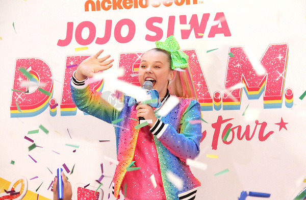 NEW YORK, NY - November 07: Jo Jo Siwa announces her tour during a live broadcast on YouTube at Sugar Factory in New York City on November 07, 2018. Credit: RW/MediaPunch