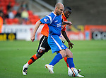 Dundee Utd v St Johnstone...25.09.10  .Sam Parkin and Prince Buaben.Picture by Graeme Hart..Copyright Perthshire Picture Agency.Tel: 01738 623350  Mobile: 07990 594431