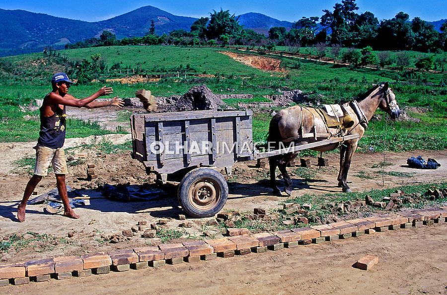 Trabalho em olaria em Sapucai. Minas Gerais. 1994. Foto de Juca Martins.
