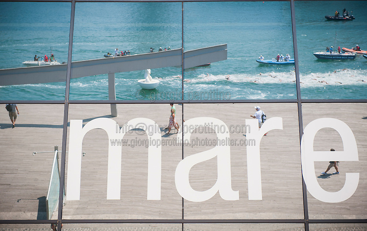 The competition reflected in a mirror of a mall<br /> Open water Men's 10km <br /> 15th FINA World Aquatics Championships<br /> Barcelona 19 July - 4 August 2013<br /> Barcelona (Spain) 22/07/2013 <br /> © Giorgio Perottino