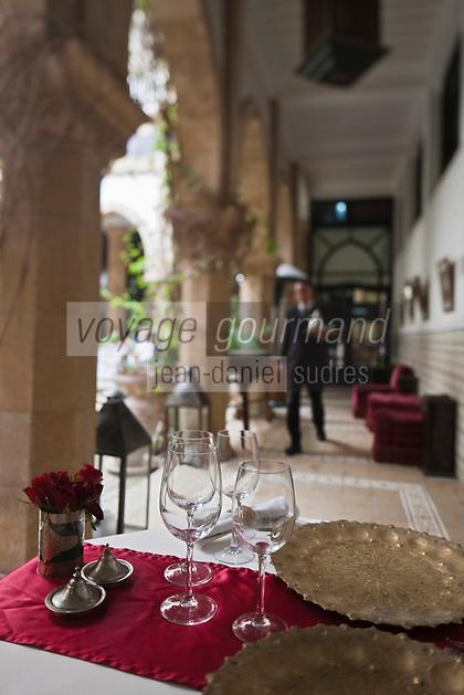 Afrique/Afrique du Nord/Maroc/Essaouira: L'heure Bleue, Palais, Relais et Château - Table du restaurant dans le Patio