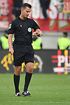10.04.2019, Schauinsland-Reisen-Arena, Duisburg, GER, 2. FBL, MSV Duisburg vs. 1. FC Koeln,<br />  <br /> DFL regulations prohibit any use of photographs as image sequences and/or quasi-video<br /> <br /> im Bild / picture shows: <br /> Schiedsrichter / referee Daniel Schlager (SR) schaut auf die Uhr <br /> <br /> Foto &copy; nordphoto / Meuter