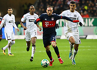 Franck Ribery (FC Bayern Muenchen) gegen Aymen Barkok (Eintracht Frankfurt) - 09.12.2017: Eintracht Frankfurt vs. FC Bayern München, Commerzbank Arena