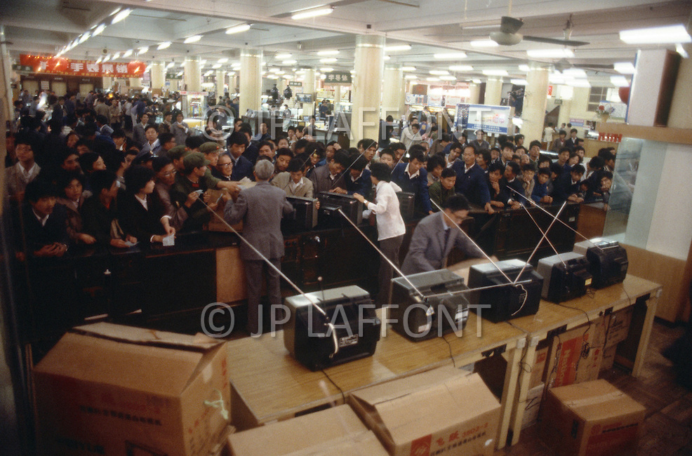 October 1984. Shanghai, on the weekend the Chinesse are crowding the first department store on Nanking Road, trying to buy a TV set.