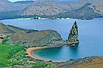 The isthmus of Bartolome and Pinnavle rock, the remains of a tuff cone is one of the most famous scene of the Galapagos.<br /> l isthme de Bartolome, couvert de mangrove, frange de deux petites plages de sable dore et domine par le Pinnacle Rock, une aiguille de tuff est l un des sites les plus connus des Galapagos