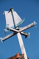 Europe/France/Aquitaine/33/Gironde/Bassin d'Arcachon/Gujan-Mestras: Port Larros (Port Ostréicole) Détail girouette d'un Cabanon en forme de Chaloupe