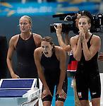 Engeland, London, 28 juli 2012.Olympische Spelen London.De estafettezwemsters (VLNR) Ranomi Kromowidjojo, Marleen Veldhuis, Femke Heemskerk en Inge Dekker tonen hun zilveren medaille na afloop van de finale van de 4x100 meter tijdens de Olympische Spelen in Londen. De Nederlandse zwemsters wonnen vier jaar geleden in Peking het goud