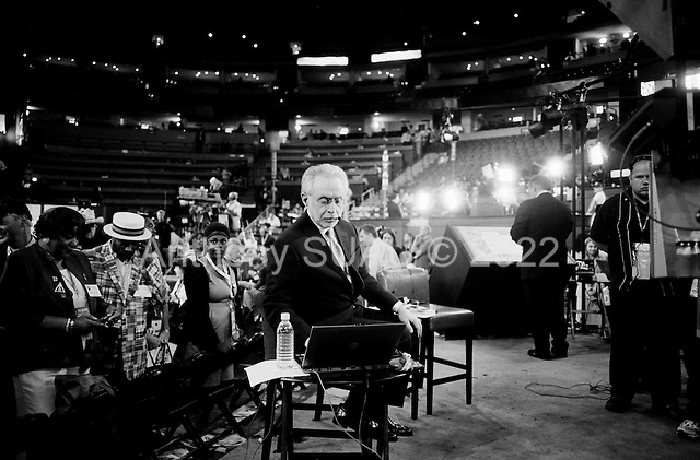 Denver, Colorado.August 25, 2008..The opening day of the Democratic National Convention in the Pepsi Center. Wolf Blitzer of CNN on the set.