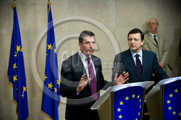 BRUSSELS - BELGIUM - 24 JANUARY 2008 -- Denmark ' s PM Anders FOGH RASMUSSEN (Le) and European Commission President Jose Manuel BARROSO during a news conference at the EC headquarters in Brussels.   Photo: Erik Luntang/EUP-IMAGES/