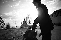 "Nagorny-Karabach, 11.05.2011, Shushi. Straflenfegerin Rusana bei ihrer fr¸hmorgendlichen Arbeit auf dem Ghazanchetsots Boulevard. ""The Twentieth Spring"" - ein Portrait der s¸dkaukasischen Stadt Schuschi, 20 Jahre nach der Eroberung der Stadt durch armenische K?mpfer 1992 im B¸gerkrieg um die Unabh?ngigkeit Nagorny-Karabachs (1991-1994). Street weeper Rusana at her morning job on Ghazanchetsots Boulevard. ""The Twentieth Spring"" - A portrait of Shushi, a south caucasian town 20 years after its ""Liberation"" by armenian fighters during the civil war for independence of Nagorny-Karabakh (1991-1994). .La pleureuse de rue Rusana à son travail le matin sur le boulevard Ghazanchetsots.""Le Vingtieme Anniversaire"" - Un portrait de Chouchi, une ville du Caucase du Sud 20 ans après sa «libération» par les combattants arméniens pendant la guerre civile pour l'indépendance du Haut-Karabakh (1991-1994)..© Timo Vogt/Est&Ost, NO MODEL RELEASE !!"