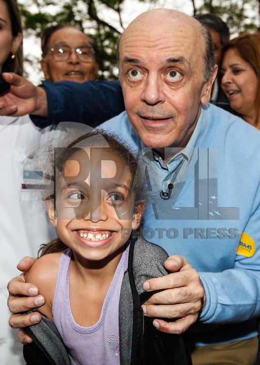 SAO PAULO, SP, 05 AGOSTO 2012 - FESTA DAS CEREJEIRAS - O candidato Jose Serra )(PSDB) durante visita a 34ª edição da Festa das Cerejeiras no Parque do Carmo regiao leste da capital paulista . FOTO: VANESSA CARVALHO / BRAZIL PHOTO PRESS)