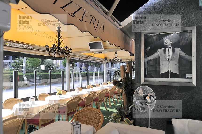 - Milano, il Gran Caff&egrave; Samarani di piazza Diaz, sequestrato nel luglio 2012 alla famiglia mafiosa dei D'Agosta a norma della legge Rognoni-Latorre 109/96 per la confisca dei beni alla criminalit&agrave; organizzata; la gestione &eacute; stata affidata ad un amministratore giudiziario nominato dal Tribunale<br /> <br /> - Milan, the Grand Caf&eacute; Samarani in Diaz square, seized in July 2012 to the Mafia family of D'Agosta under the law 109/96 Rognoni-Latorre for the confiscation of organized crime properties; the management has been assigned to an judiciary administrator named by the Court