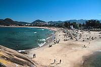 RIO DE JANEIRO; RJ; 14 DE JULHO DE 2013 - CLIMATEMPO RIO DE JANEIRO - Domingo de sol e calor no Rio de Janeiro. Céu limpo e tempo agradável levaram os cariocas às praias para a prática de esportes e curtir o mar no Recreio dos Bandeirantes, zona oeste da cidade. FOTO: NÉSTOR J. BEREMBLUM - BRAZIL PHOTO PRESS.