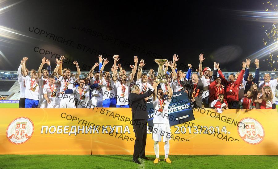 Fudbal Kup Srbije season 2013-2014<br /> Finale Kup-a<br /> Vojvodina v Jagodina<br /> Tomislav Karadzic (L) urucuje pehar pobednika Kup-a Srbije kapitenu FK Vojvodine Nemanja Radoja (R)<br /> Beograd, 05.07.2014.<br /> foto: Srdjan Stevanovic/Starsportphoto &copy;