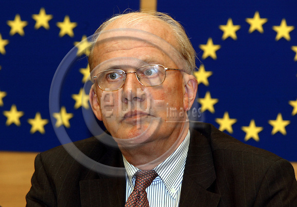 STRASBOURG - FRANCE -21 SEPTEMBER 2002 -- MEP Jan MULDER (VVD/Netherlands) of the EDLR group, the general rapoteur on the 2004 budget. -- PHOTO: JUHA ROININEN / EUP-IMAGES
