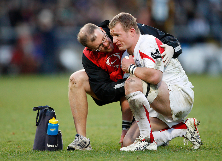 Photo: Richard Lane/Richard Lane Photography..London Wasps v Newcastle Falcons. Guinness Premiership. 25/11/2007. .Falcons' Jamie Noon is treated by physio, Marten Brewer.
