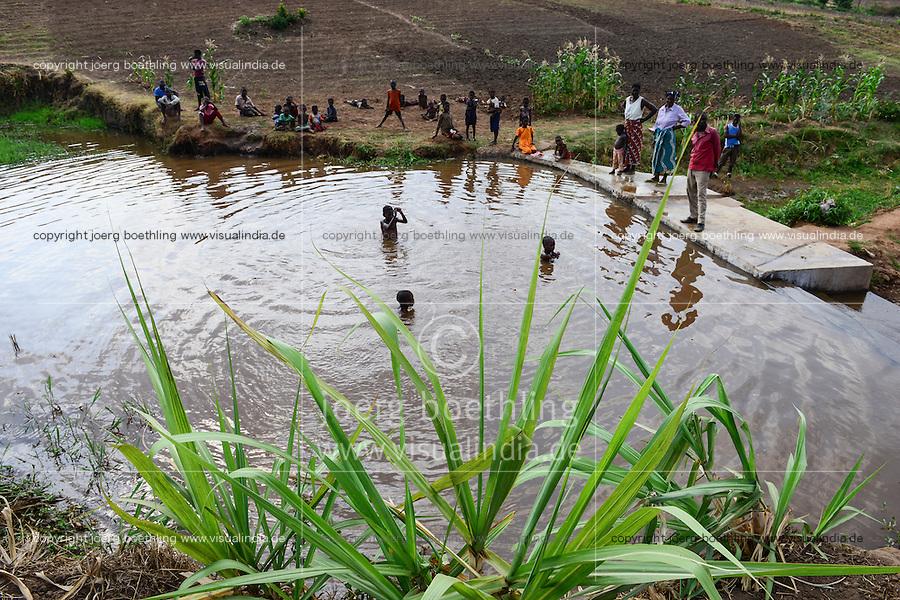 Malawi, Thyolo, NGO CARD Churches Action in Relief and Development, Bewaesserungssystem im Dorf Samuti, Wehr am Fluß, von hier leitet ein Kanalsystem Wasser auf die Felder
