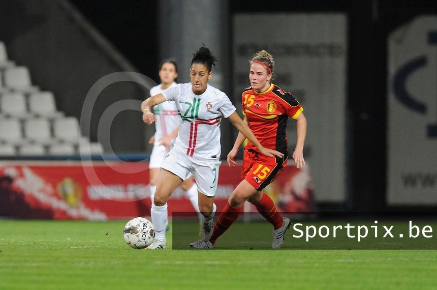 Belgian Red Flames - Portugal (31/10/2013) :<br /> Duel tussen Claudia Neto (L) en Marlies Verbruggen (R)<br /> foto Dirk Vuylsteke / nikonpro.be