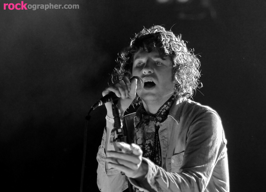 Luke Pritchard & The Kooks perform on British Invasion Day at V Festival Toronto (9/07//08)