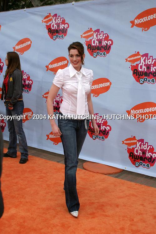 ©2004 KATHY HUTCHINS /HUTCHINS PHOTO.17TH ANNUAL NICKELODEON KID'S CHOICE AWARDS.WESTWOOD, CA.APRIL 3, 2004 ..ANNE HATHAWAY
