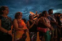 SÃO PAULO, SP, 13.03.2019: CRIME ESCOLAR EM SUZANO -SP- Uma missa foi realizada e flores foram foram colocada na porta da Escola Raul Brasil, em Suzano, onde atiram contra alunos, nesta quarta-feira (13). (Foto: Marivaldo Oliveira/Código19)
