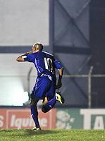 ATENÇÃO EDITOR: FOTO EMBARGADA PARA VEÍCULOS INTERNACIONAIS SÃO CAETANO,SP,16 OUTUBRO 2012 - CAMPEONATO BRASILEIRO SERIE B -SÃO CAETANO x CEARA -Marcelo Costa (10)  jogador do São Caetano comemora gol  durante partida São Caetano X Ceara válido pela 30º rodada do Campeonato Brasileiro serie B no Estádio Anacleto Campanela, no abc paulista na noite desta terça feira (16).(FOTO: ALE VIANNA -BRAZIL PHOTO PRESS).