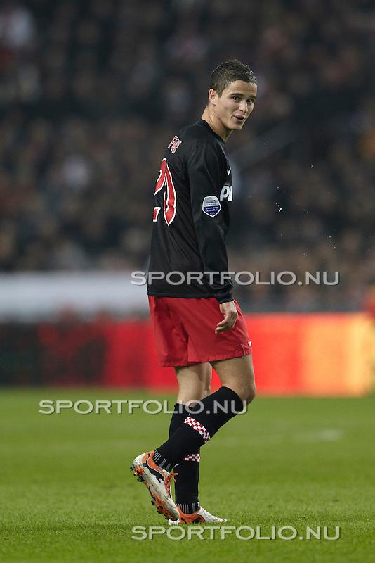 Nederland, Amsterdam, 20 november 2010 .Eredivisie .Seizoen 2010-2011 .Ajax-PSV (0-0) .Ibrahim Afellay van PSV spuugt