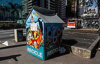 SAO PAULO, SP, 01 DE AGOSTO 2012 - GIRA BRASIL - Cabines de separacao de lixo recliclavel do projeto Gira  Brasil sao vista espalhadas na Av Paulista na manha dessa quarta-feira, 01. FOTO VANESSA CARVALHO - BRAZIL PHOTO PRESS.