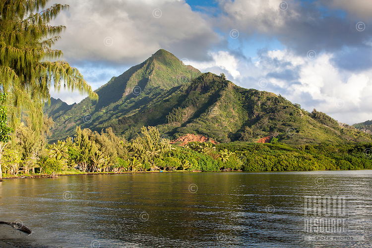 The Ko'olau Mountains along Kane'ohe Bay, Waiahole Beach Park, O'ahu.