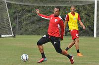 SÃO PAULO,SP, 29.05.2015 - FUTEBOL-SÃO PAULO - Luis Fabiano(E) e Doria(D) do São Paulo durante treinamento do São Paulo no CT da Barra Funda, zona oeste nesta sexta-feira, 29.  (Foto: Bruno Ulivieri/Brazil Photo Press)