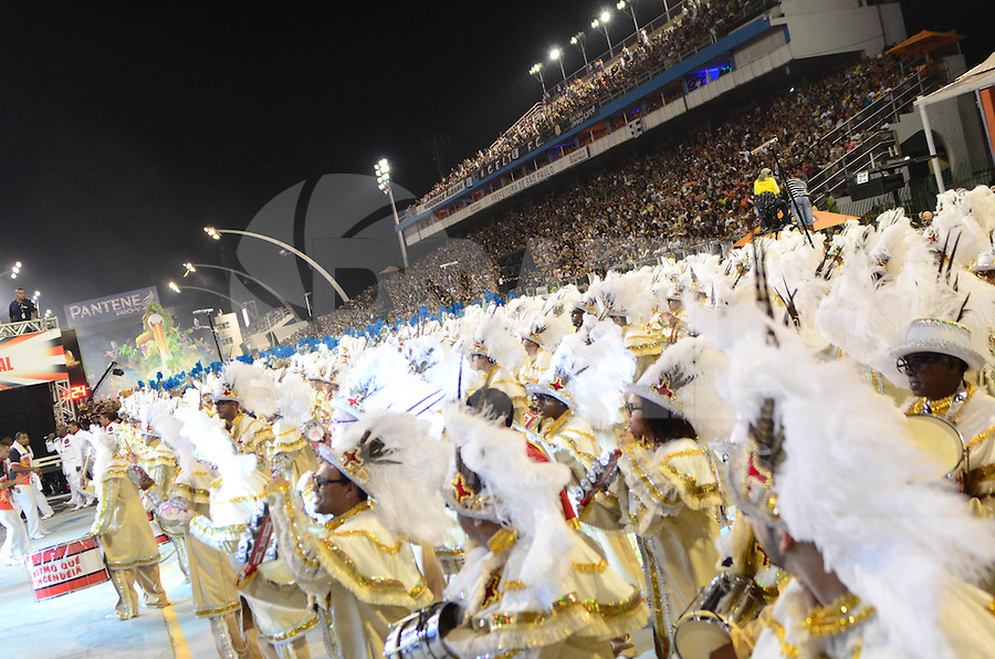 SAO PAULO, SP, 18 DE FEVEREIRO 2012 - CARNAVAL SP - DRAGOES DA REAL - Desfile da escola de samba Dragoes da Real na segunda noite do Carnaval 2012 de São Paulo, no Sambódromo do Anhembi, na zona norte da cidade, neste sábado.(FOTO: ADRIANO LIMA  - BRAZIL PHOTO PRESS).