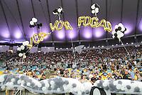 RIO DE JANEIRO, RJ, 11.02.2014 - Torciores do Botafogo recebem o time antes da partida contra o San Lorenzo pela primeira rodada do Grupo 2 da Libertadores no Estádio Mário Filho, o Maracanã . (Foto. Néstor J. Beremblum / Brazil Photo Press)