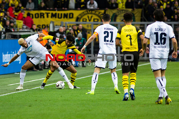 09.02.2019, Signal Iduna Park, Dortmund, GER, 1.FBL, Borussia Dortmund vs TSG 1899 Hoffenheim, DFL REGULATIONS PROHIBIT ANY USE OF PHOTOGRAPHS AS IMAGE SEQUENCES AND/OR QUASI-VIDEO<br /> <br /> im Bild | picture shows:<br /> Zweikampf zwischen Joelinton (Hoffenheim #34) und Mahmoud Dahoud (Borussia Dortmund #19), <br /> <br /> Foto &copy; nordphoto / Rauch