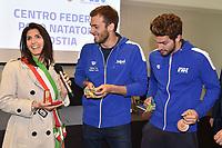 La Sindaca Virginia Raggi regala una medaglia a Gregorio Paltrinieri e Gabriele Detti <br /> Roma 26-04-2017 <br /> La Sindaca di Roma e l'assessore allo sport in visita al Centro Federale FIN di Ostia <br /> Foto Andrea Staccioli / Deepbluemedia / Insidefoto