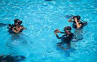 Dominikanische Republik, Bavaro Beach Garden, Pool: Schnupperkurs, Tauchunterricht   Dominican Republic, Bavaro Beach Garden, pool: scuba diving, trial lesson