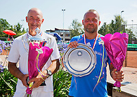Netherlands, Amstelveen, August 23, 2015, Tennis,  National Veteran Championships, NVK, TV de Kegel,  awards ceremony men's 50+ :  Winner Remko Jansen (L) and runner up Hans van Scheppingen<br /> Photo: Tennisimages/Henk Koster
