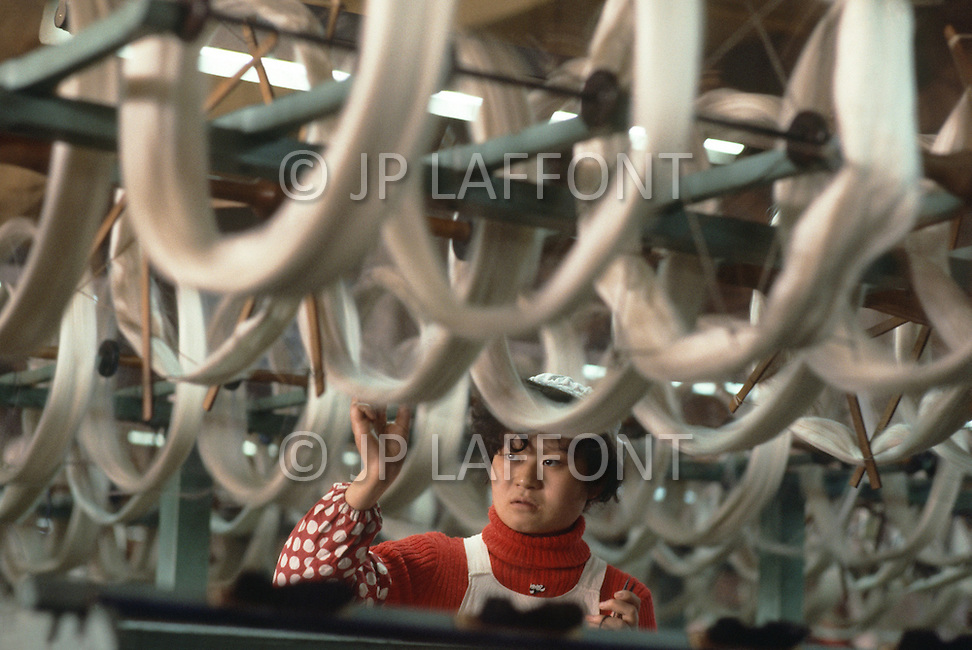 October 1984. Near Shanghai, the number 1 silk factory in the country. They have 3.500 workers, 80% of the production is for exportation.