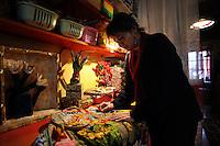 """Cynthia Korzekwa artista texana, nel suo studio. Artisti a San Lorenzo , quartiere storico di Roma..Cynthia Korzekwa Texas artist in her studio. Artist in San Lorenzo, historic district of Rome. .""""They were for somebody else.....Some people were born to be foreigners. I'm one of them. I can't be homogenized. Alcune persone sono nate per essere straniere. Io sono una di loro. Non posso essere omogeneizzata. C.K."""" .http://www.cynthiakorzekwa.org/...."""