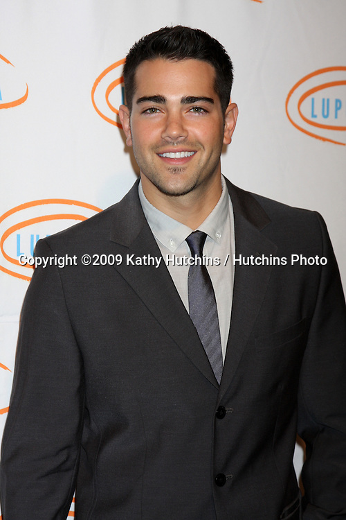 Jesse Metcalfe.arriving at the 7th Annual Lupus LA Bag Ladies Luncheon .Beverly Wilshire Hotel.Beverly Hills,  CA.November 18, 2009.©2009 Kathy Hutchins / Hutchins Photo.