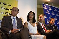 SAO PAULO, SP, 08  DE MARÇO DE 2013. LANÇAMENTO DA REDE HEBE CAMARGO DE COMBATE AO CANCER. O Governador Geraldo Alckmin, a primeira dama Lu Alckmin, diretor do Icesp paulo Hoff e o empresario e sobrinho da apresentadora Hebe Camargo, Claudio Pessutti durante o lançamento da rede Hebe Camargo de combate ao cancer.  o evento aconteceu no ICESP - Instituto do Cancer do Estado de São Paulo, na região central da capital. Com investimento de R$ 143,5 milhões, a Rede vai ampliar as unidades que oferecem tratamento do câncer e garantir o acesso rápido e de qualidade aos pacientes. FOTO: ADRIANA SPACA/ BRAZIL PHOTO PRESS