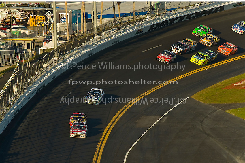 Trevor Bayne (#21) leads the fiels as the exit turn 4 and race to the white flag.