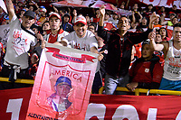 TUNJA - COLOMBIA, 07-10-2018: Hichas del America animan a su equipo durante el encuentro entre Boyacá Chicó FC y America de Cali por la fecha 13 Liga Águila II 2018 realizado en el estadio La Independencia en Tunja. / Fans of America cheer for their team during a match between Boyaca Chico FC and America de Cali for the date 13 of Aguila League II 2018 played at La Independencia stadium in Tunja. Photo: VizzorImage / Jose Miguel Palencia / Cont